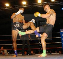 Superfight . K-1 rules . 3×3 mn Mustafa YASAR (AJSR) vs Sébastien Pace (JSKB . 74,100kg) Match nul